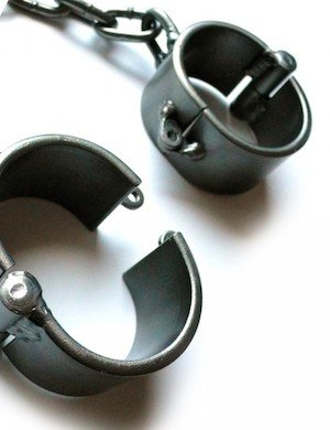 Dungeon Delights Oval Shackles
