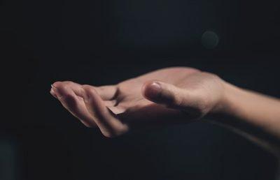 hand-1044883_640
