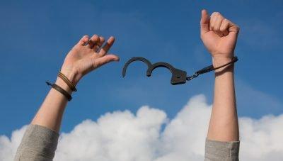 freedom-handcuffs-hands-247851
