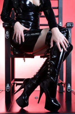 07_mistress_devore