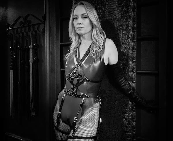 Los Angeles Dominatrix Isabella Sinclaire