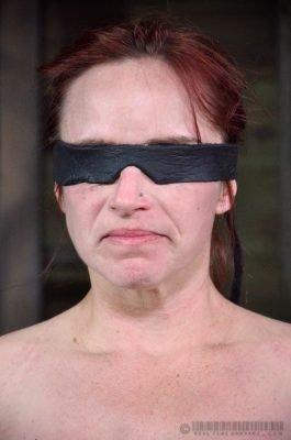 electro interrogation 03 -submissive girl awaits shock