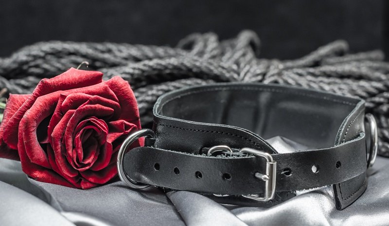 bdsm leather submissive collar